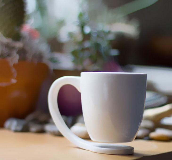 Taza de café que simula flota