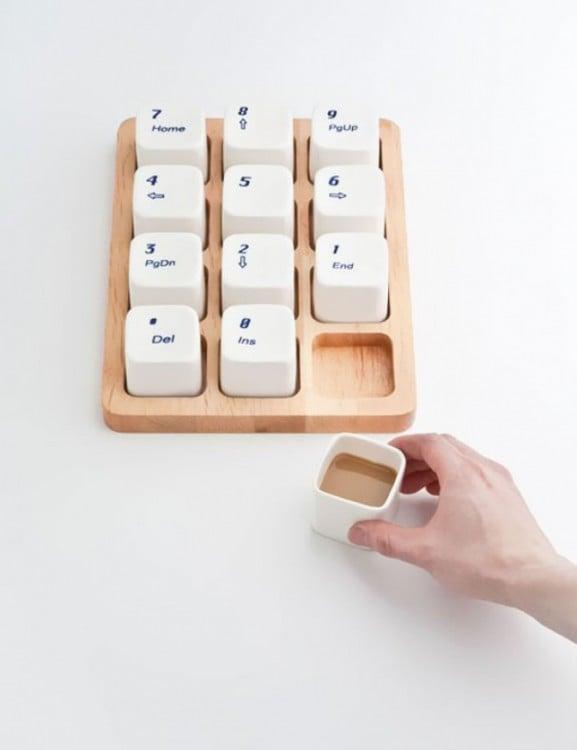 Tazas con forma de teclado de computadora en color blanco