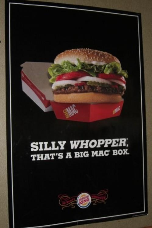 whooper de burguer king se burla de la caja de una big mac