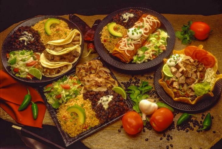 comida mexicana chiles y tacos