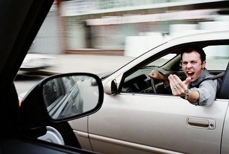 insultando al otro conductor