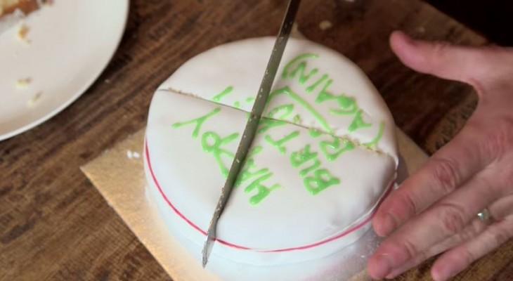 cuchilla corta un pastél