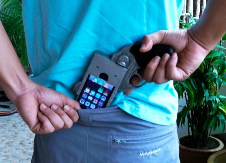 Funda para celular con diseño de un revolver