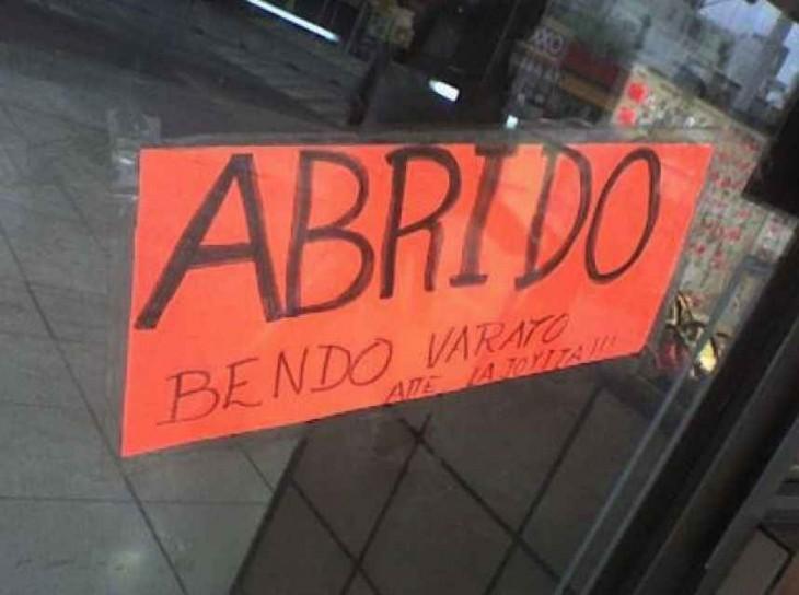 cartel mal escrito abrido en vez de abierto