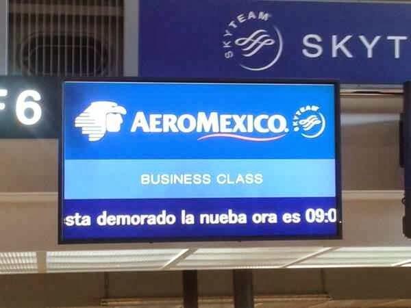 cartel de aeromexico mal escrito