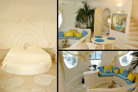 habitación de hotel con distintas decoraciones