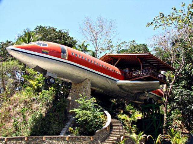avión convertido en hotel en medio de la selva de costa rica