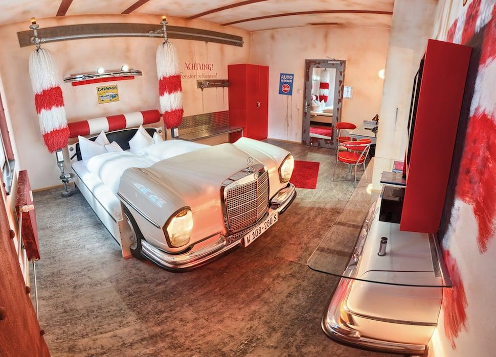 20 hoteles m s extra os y exravagantes del mundo - Cama en forma de auto ...