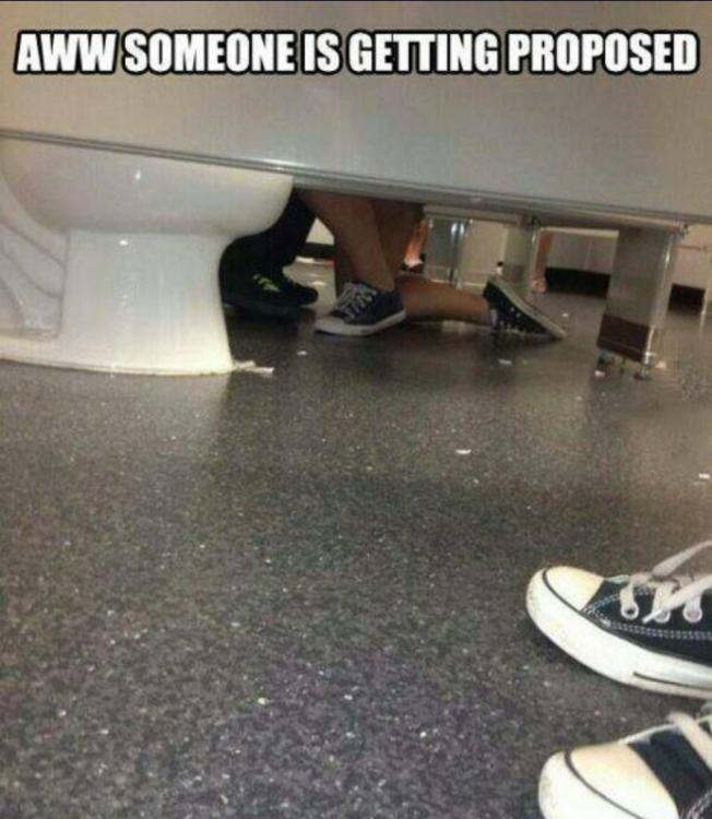 propuesta de matrimonio en baño