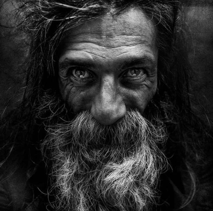portaretrato de lee jeffries en blanco y negro