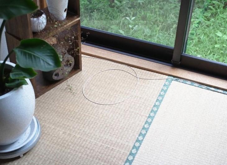 circulo en el piso al lado de la ventana