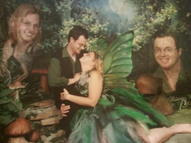 hombre y mujer vestidos de hadas