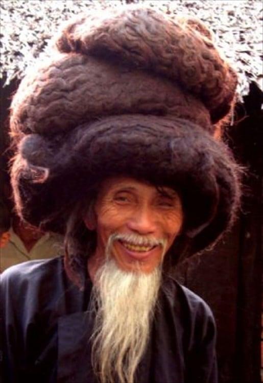 hombre con el cabello que parece caparazón