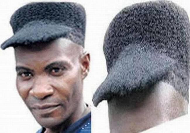 hombre con el cabello como gorra