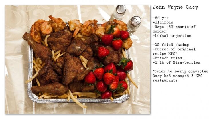 John Wayne Gacy, camarones fritos, un cubo de pollo de KFC, papas fritas, y un puñado de frutillas