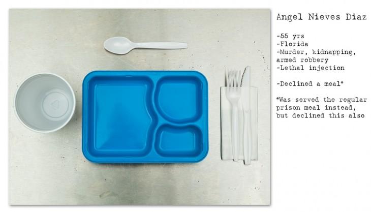 bandeja de plástico aszul y cubiertos, sin usar
