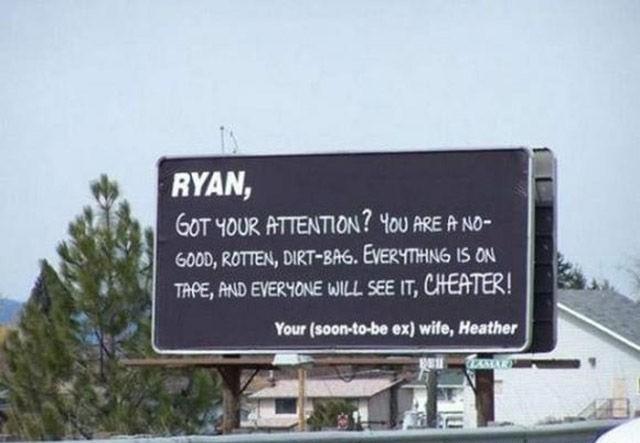 mujer engañada renta pantallapara exponer ral marido siendo infiel