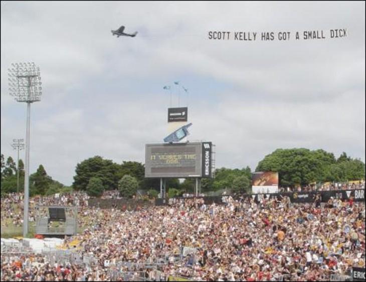 mensaje enviado por avioneta por encima del estadio de beisbol debio ser para un jugador