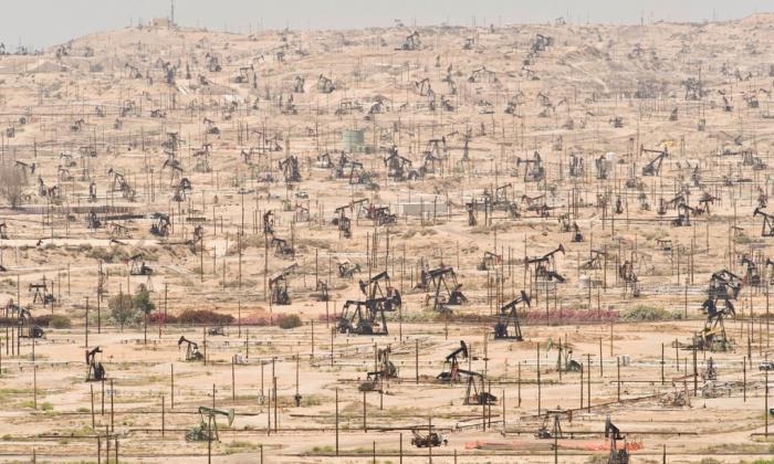Campo petrolero en el río Ken (California), explotado desde 1899