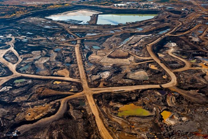 Arenas bituminosas en Alberta, Canadá, destruidas por los desechos y la contaminación