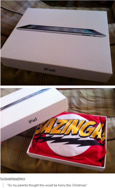 Broma de Iphone en la caja viene una playera que dice Bazinga en señal de burla
