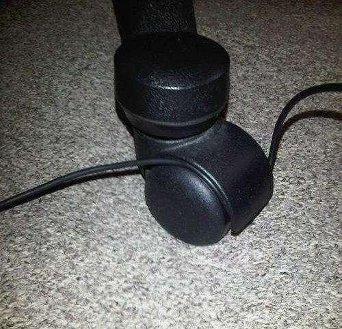 cable atorado en la rueda de la silla