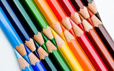 lapices de colorres perfectamente acomodados