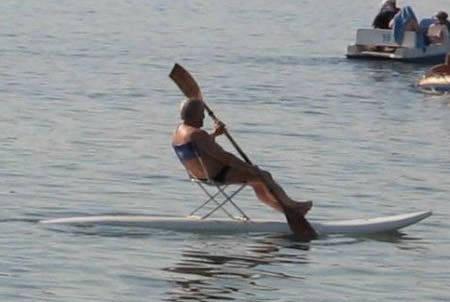 señor en remo de surf