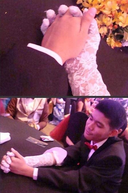 Chavo se puso un guante para simular el de la novia mientras se casaba con su mano