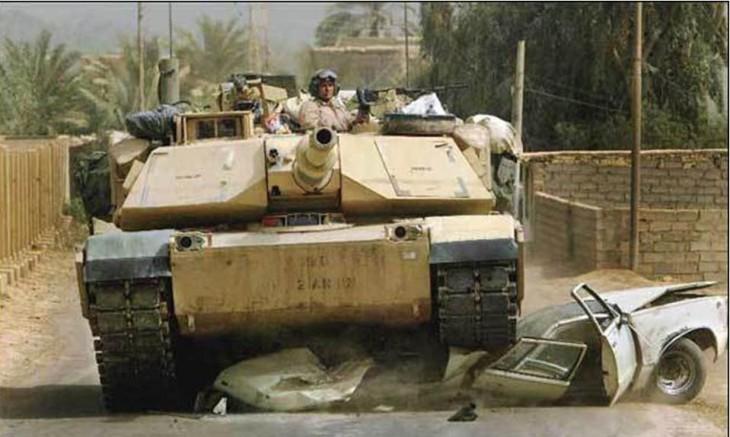 tanque aplastando a un carro en Siria