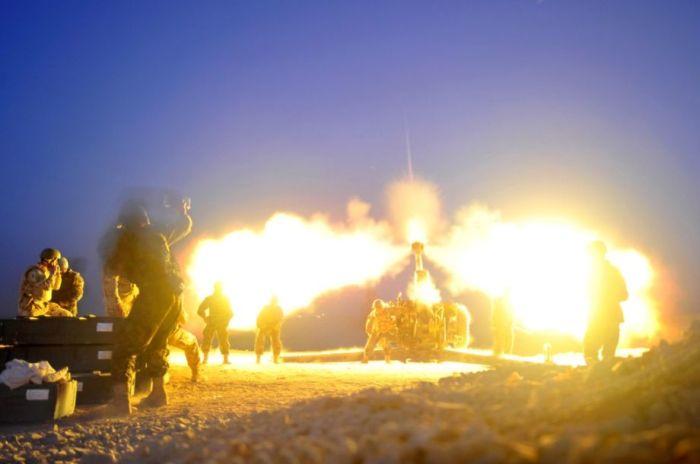ataques en siria, se puede ver al tanque tirando un explosivo