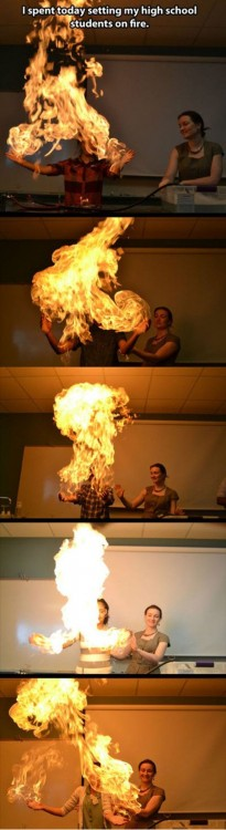 maestra de quimica experimentando con azufre