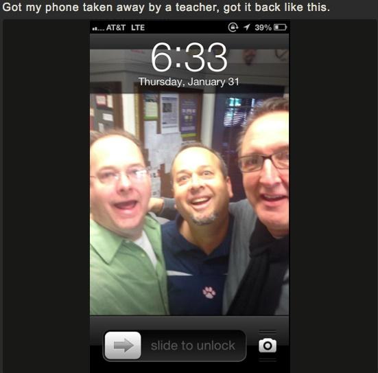 selfie de tres hombres en iphone