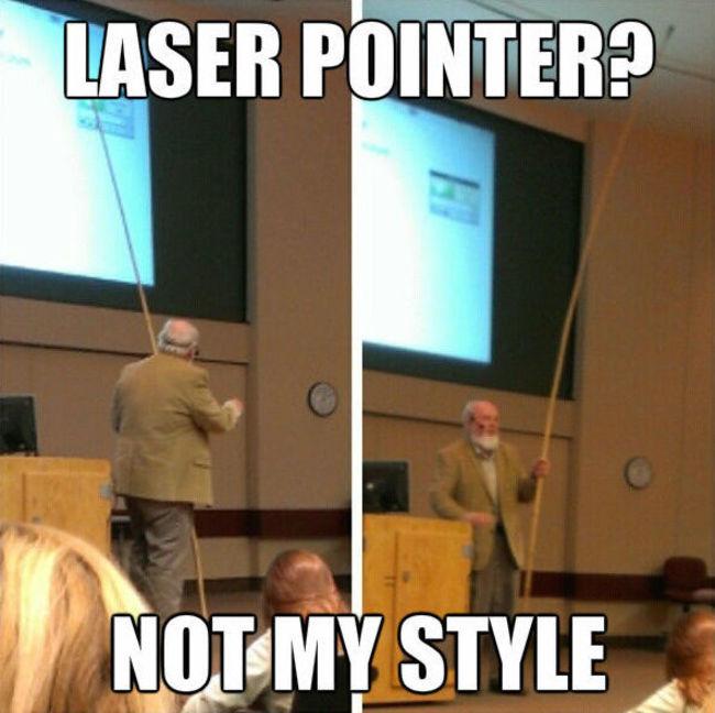 maestro explica con vara en lugar de laser