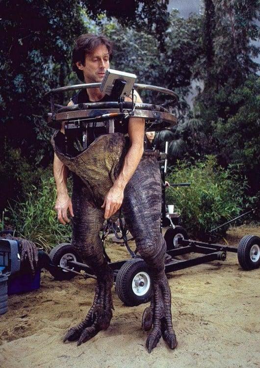 creador de los efectos especiales de jurassic park probando robot dinosaurio