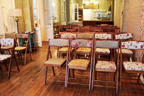 acomodo de sillas para un salon de reuniones