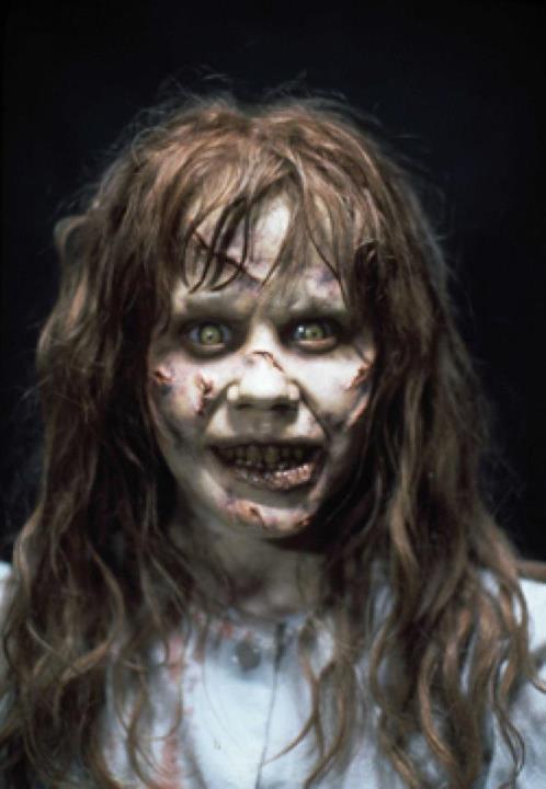 cara exorcista sonriendo
