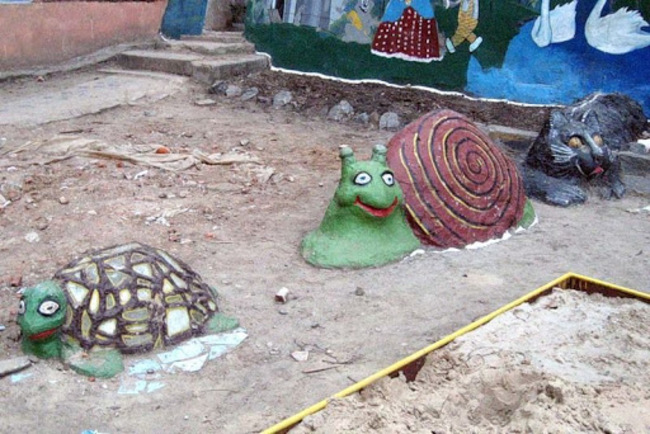 figuras de caracol y tortuga que parecen drogadas