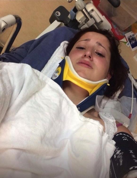 mujer accidentada se toma selfie