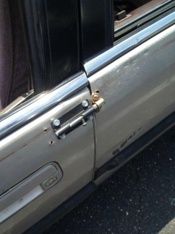 puerta de auto con cerrojo hechizo para puertas convencionales