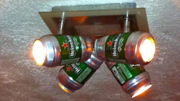 lámpara hechiza con latas de cerveza