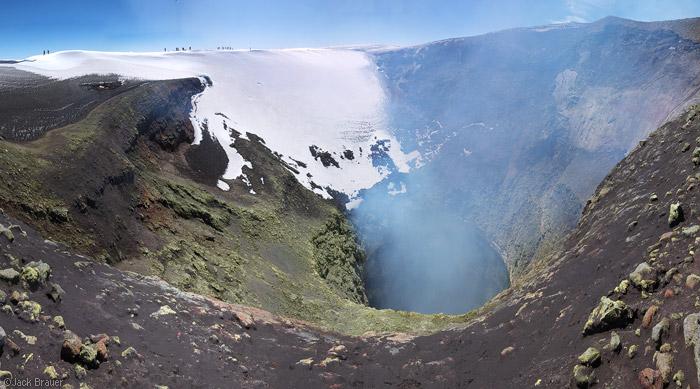 Crater del volcán villarica en Chile