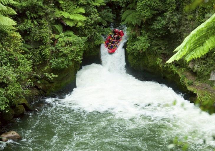 Rafting extremo en un río de Nueva Zelanda
