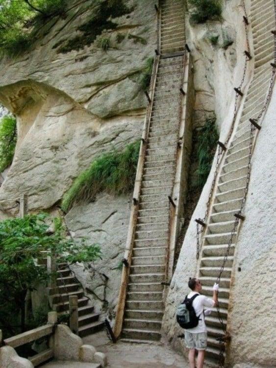 Escaleras del Monte Huashan en China