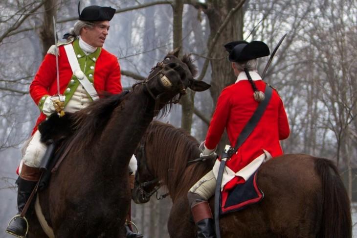 dos soldados britanicos a caballo