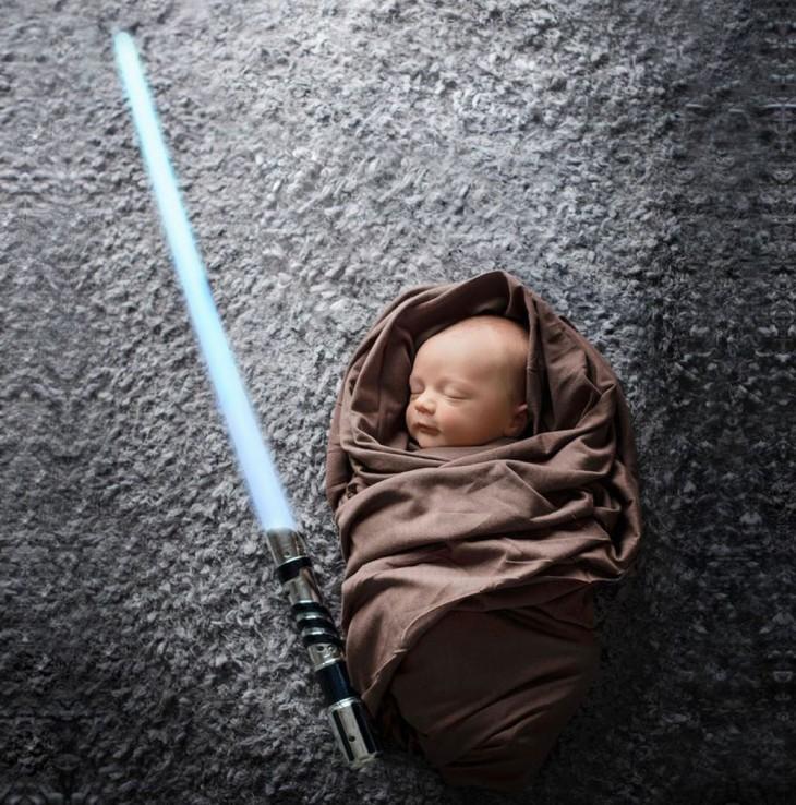 bebé disfrazado de luke skywalker
