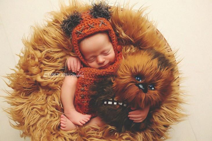 bebé disfrazado de ewok