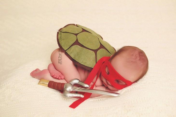 bebé  disfrazado de tortuga ninja