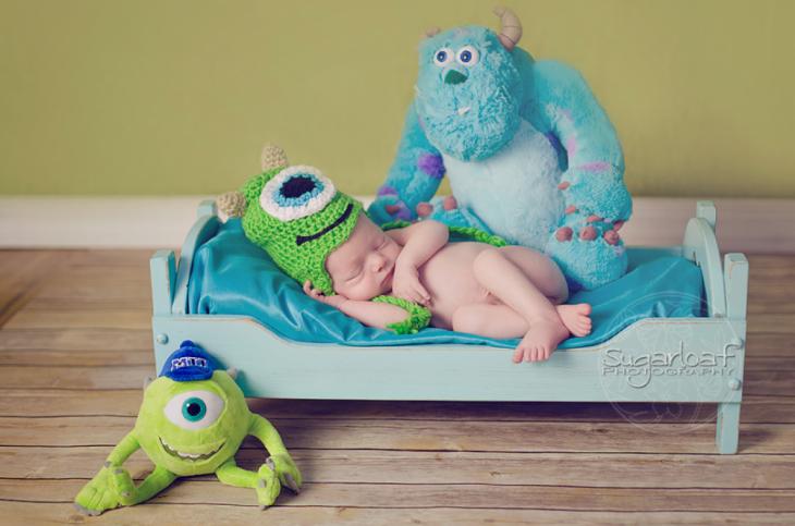 bebé  disfrazado como Monster inc