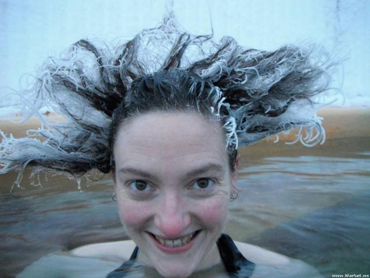 chica con cabello congelado, Takhini Canadá